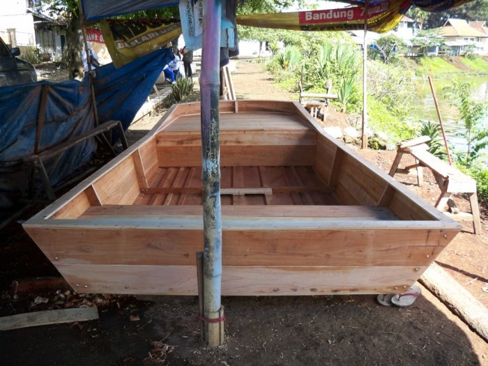 Airboat design boatbuilders site on glen for How to build an airboat motor
